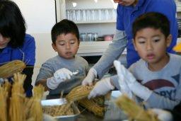 コウノトリ大豆納豆作り